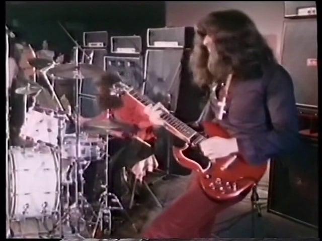 - httpi - Black Sabbath – War Pigs (HD) Live 1970 in Paris