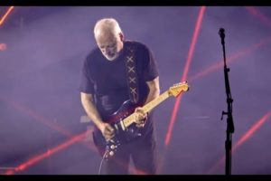 - httpsi - David Gilmour  – Comfortably Numb  Live in Pompeii 2016