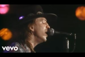 - httpsi - Stevie Ray Vaughan – Texas Flood (from Live at the El Mocambo) [Official Video]