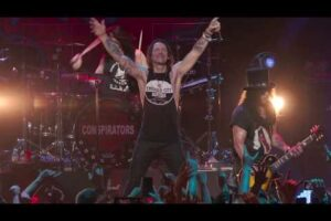- httpsi - Slash feat. Myles Kennedy & The Conspirators – Nightrain (Live 2019)